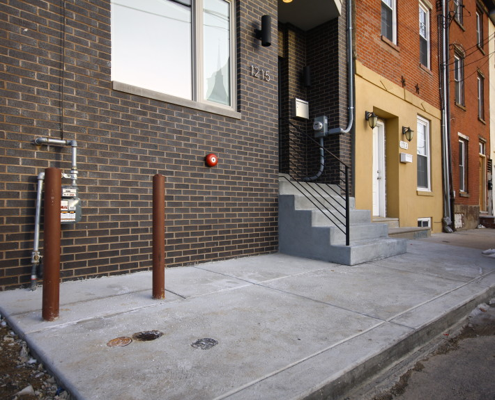 Concrete sidewalk and steps in Philadelphia by M&C Contractors